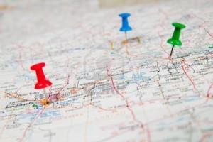 4432180-color-chinchetas-marcado-de-una-ubicacion-en-un-mapa-de-carretera