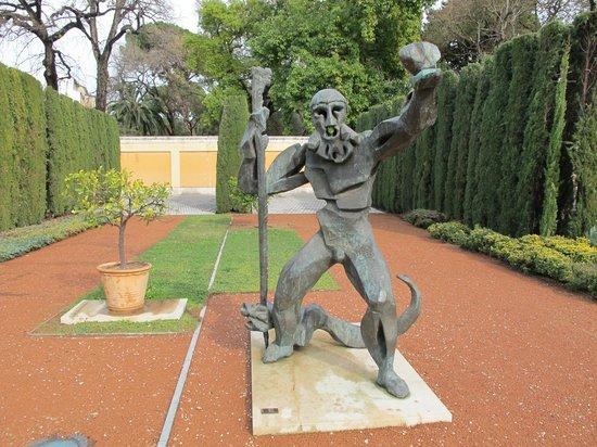 Conoce valencia por su arquitectura colegio mayor ausias for Jardin hesperides